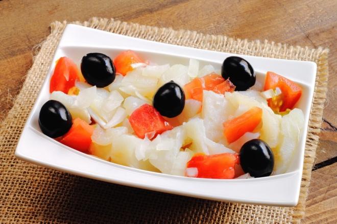 Catalan salad with salt cod