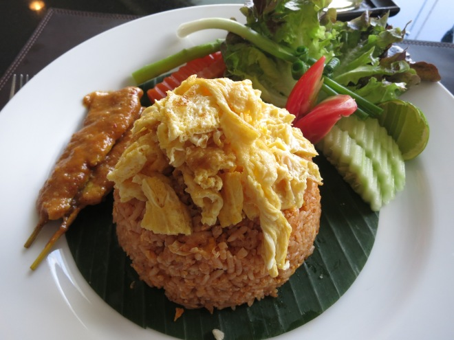 Thai rice with chili paste and chicken sate