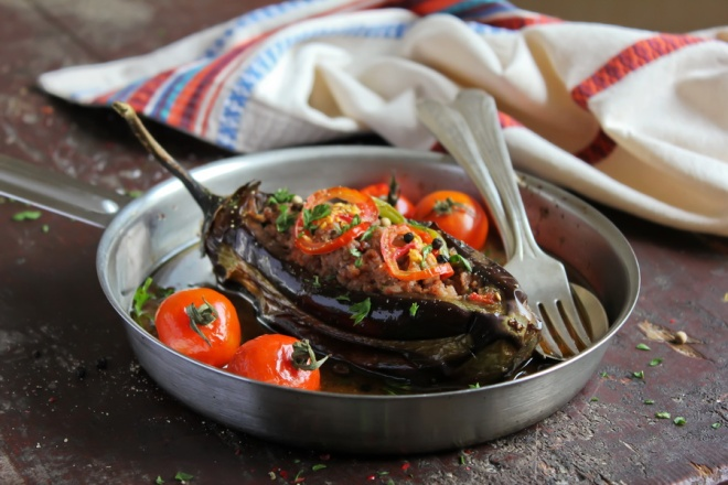 Eggplant stuffed with meat and assorted vegetables_resize
