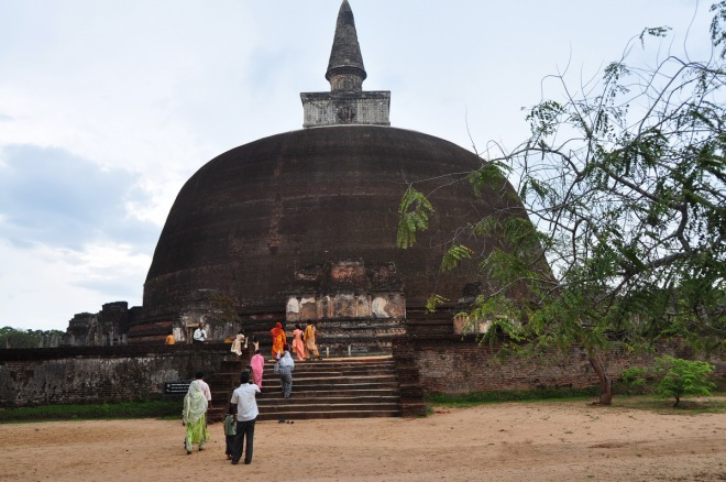 DSC_3677 srilanka stupa_1200x800